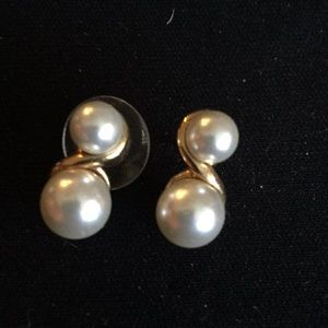 Jewelry - Pearl and yellow gold earrings.